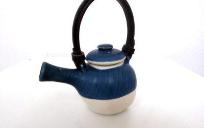 Théière «Égoïste» en porcelaine et cuir